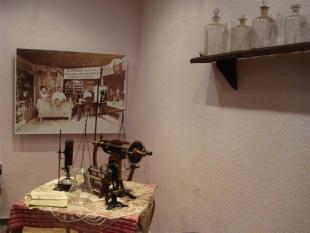 refraktometer za dolo?anje vsebnosti ro�nega olja, na sliki se vidi laboratorij