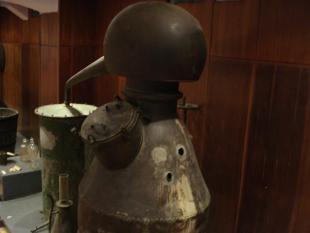 ... in malo manj stara destilacijska naprava